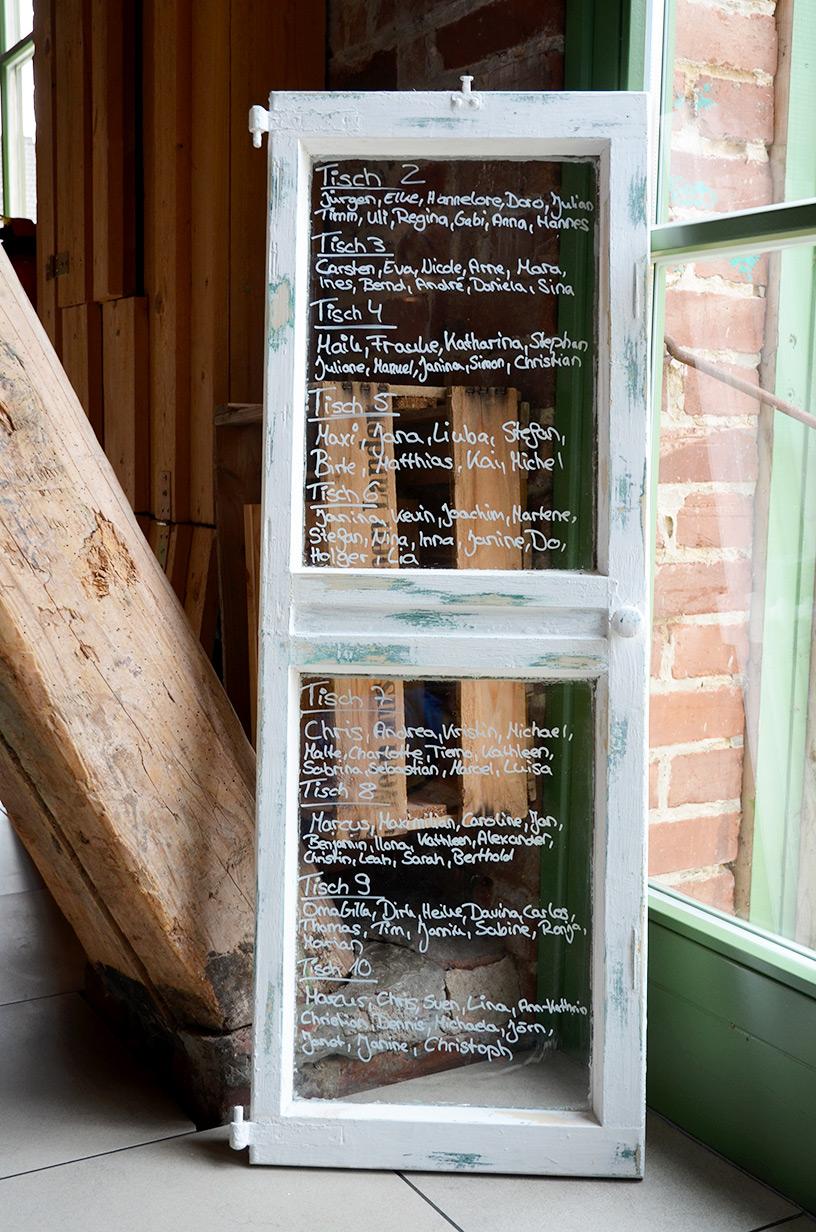 altes Fenster als Sitzplan