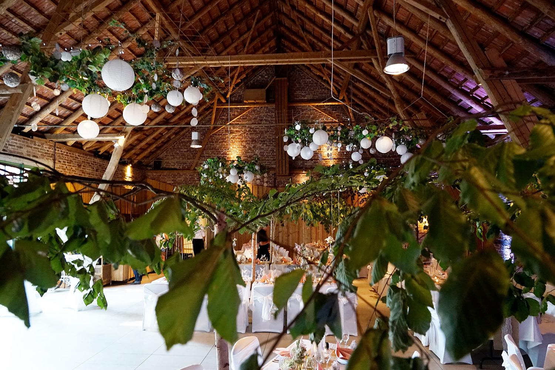 Hochzeitsdekoration wie im Wald