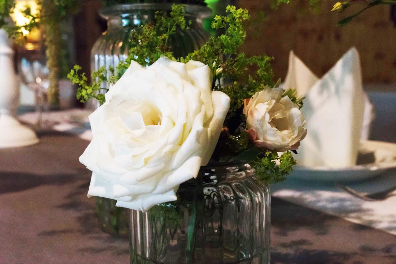 weiße Rose in Vase