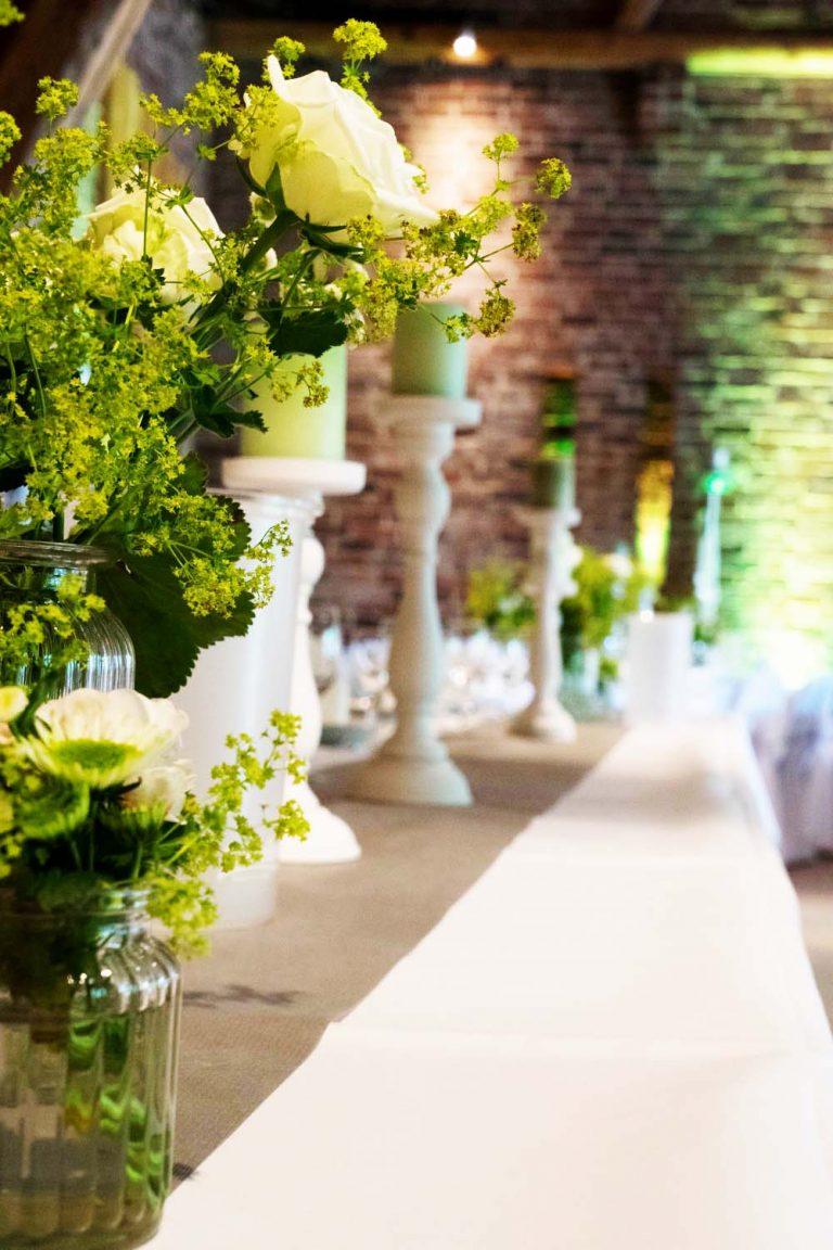 weiße Kerzenständer Stumpenkerzen