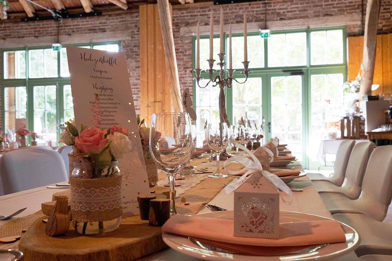 Tischdeko rosa mit Menükarte