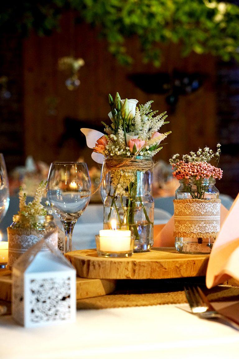 Tischdekoration Jute mit Spitze Holzscheiben